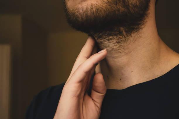 barba arreglada cuello