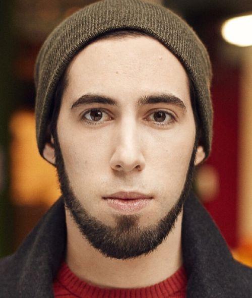 barba delgada sin bigote