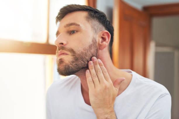 hombres con barba bajita
