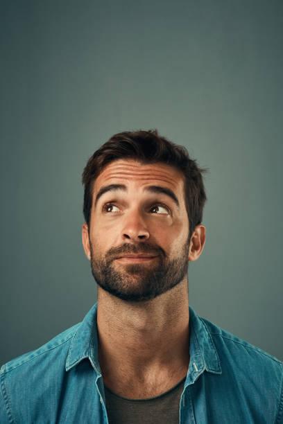 hombres con barba abundante