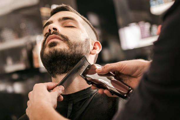 recortar barba a tijera