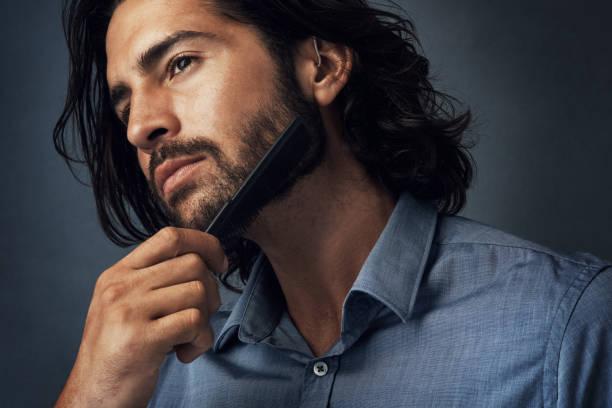 barba arreglada corta