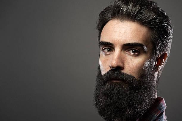 barba de vikingo rubio