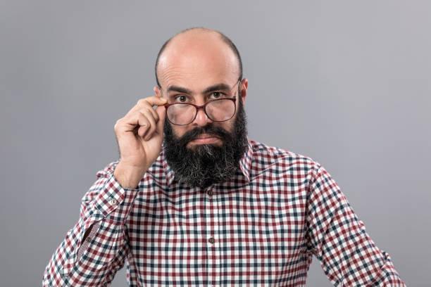 caricaturas de calvos con barba