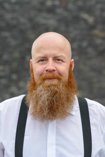 hombre rapado con barba