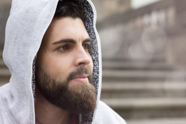 recortar barba rizada
