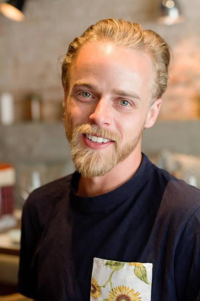 barba rubia teñida